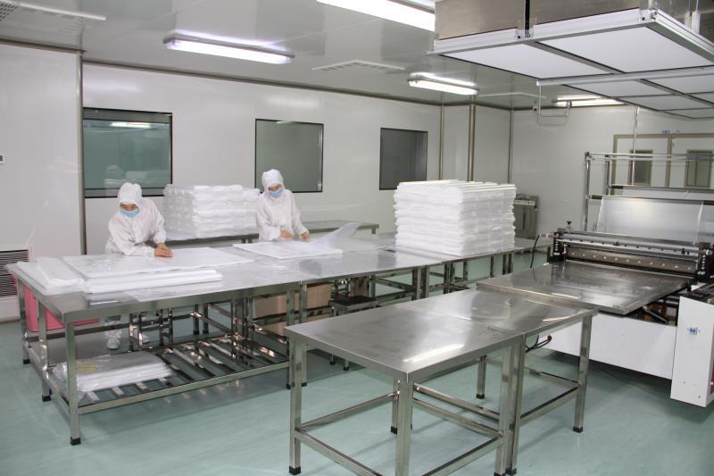 无菌万博网页版登陆膜吹膜制袋车间 正在生产中